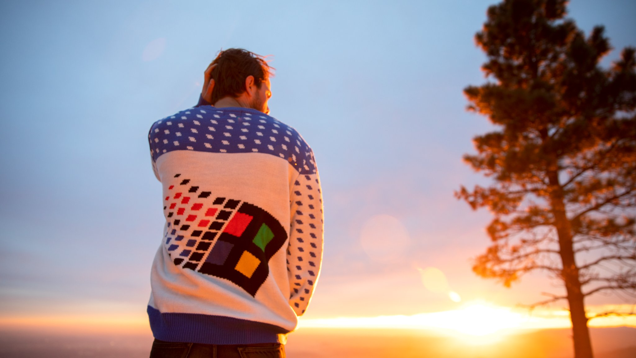 Windows 95 sweater